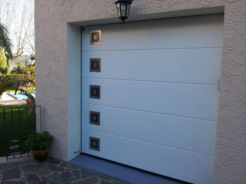Vente Et Installation D'Une Porte De Garage Sectionnelle À La Garde